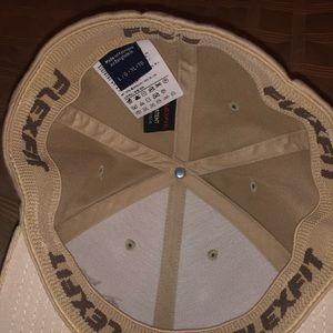 Arc'teryx Accessories - Brand new authentic men's arcteryx hat